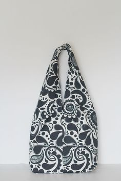 Easy slouchy fabric bag. FREE sewing pattern and FREE sewing tutorial on Greenie Dresses for Less blog.