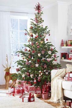 Ben jij ook fan van een Scandinavische stijl? Versier je kerstboom dan ook in die stijl! Lees voor de andere kerstboom trends van 2017 het artikel op de Woonblog!