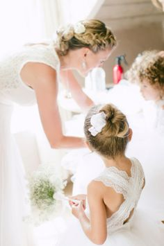 #Bridesmaid Philippa helping the two little #flowergirls getting dresses.#whiteorganzaflowergirldresses #JulesMorganPhotography