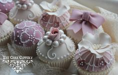 Beautiful vintage like cupcakes