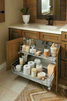 Otimizando espaço de armazenamento no gabinete do banheiro