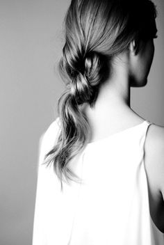 Knotted Ponytail - chic style inspiration