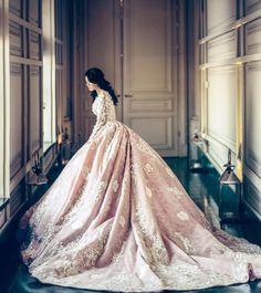 Stunning bridal portrait by @samarova_m ㅤ #bride #weddingdress #blush #weddinggown #weddingday #praisewedding #weddingphotography