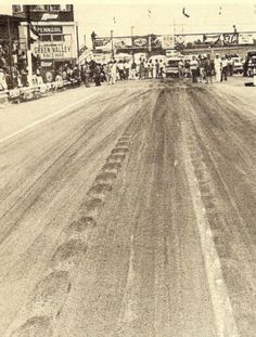 Looking at the starting line at Green Valley Raceway. Nhra Drag Racing, Green Valley, Drag Cars, Fort Worth, Back In The Day, Old Photos, Railroad Tracks, Muscle Cars, The Past
