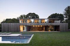Modernes Architektenhaus mit Holz Fassade