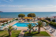 Sea Side Apartments || Sea Side Apartments are located between the sandy beach of Kato Stalos and the coastal road. It offers self-catering accommodation with free WiFi and private balcony.