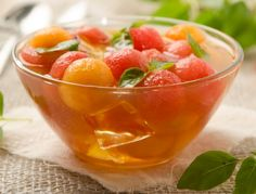 Grüntee-Limetten-Melonen-Bowle - Rezept