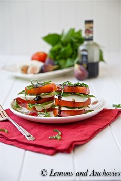 Caprese Salad with Fig Balsamic Dressing. I'm a huge fan of Caprese in the summer when fresh tomatoes are in season and the fig balsamic sounds perfect. Ensalada Caprese, Caprese Salad Recipe, Superfood Salad, Balsamic Dressing, Healthy Eating Recipes, Soup And Salad, Wine Recipes, Yummy Food, Favorite Recipes