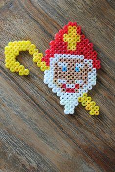 4 leuke Sinterklaas strijkkralen patroontjes – Meer Met Mama Crafts For Kids, Diy Crafts, Saint Nicholas, Pearler Beads, Snow Globes, Crochet Earrings, Gifts, Tattoo, School