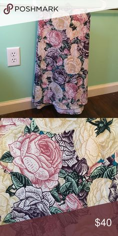 BNWT Small LuLaRoe Floral Maxi Beautiful floral. Slinky material. LuLaRoe Skirts