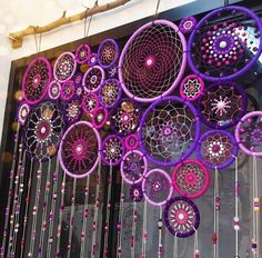 17 Really Amazing DIY Window Decor Ideas You Can .- 17 wirklich erstaunliche DIY Fenster Dekor Ideen, die Sie kostenlos tun können – Dekoration De 17 really amazing DIY window decor ideas you can do for free - Los Dreamcatchers, Craft Projects, Projects To Try, Diy And Crafts, Arts And Crafts, Deco Boheme, Creation Deco, Bohemian Decor, Bohemian Crafts