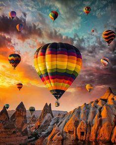 Cappadocia Turkey - by Tanınmamış Kişi Ballons Fotografie, Beautiful Places, Beautiful Pictures, Air Ballon, Hot Air Balloons, Balloon Rides, Jolie Photo, Beautiful Landscapes, Places To Travel