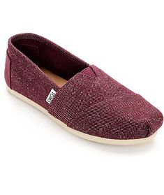 A lightweight and comfortable design, the Toms Classic Herringbone Burgundy Womens Shoes are trendy simple shoe. Designed with a latex arch for support and an elastic V on the top for an easy in and out function. Featured with a mixed herringbone canvas a