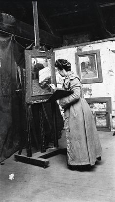 Photograph of Helen McNicoll in her studio at St. Ives, c. 1906, photographer unknown, Helen McNicoll artist file, The Robert McLaughlin Gallery, Oshawa. #ArtCanInstitute #CanadianArt