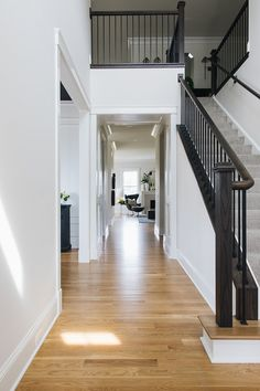 Hardwood floor is White Oak, Natural no stain Hardwood floor is White Oak, Natural – Flooring Designs Light Hardwood Floors, White Oak Floors, Staining Hardwood Floors, Engineered Hardwood, Black And White Interior, White Interior Design, Black White, Cafe Interior, Natural Oak Flooring