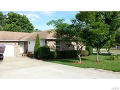 Great location, great neighborhood! 3 bedroom, 2 bath corner lot with beautiful landscaping and mature trees. Don't miss this well priced home! in Lebanon MO
