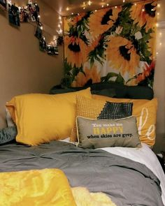 Having a unique dorm room is exciting and excellent.As we know, the dorm room is limited. Besides that, we also have to share with one room friends. Dream Rooms, Dream Bedroom, Sunflower Room, Sunflower Design, Yellow Sunflower, Sunflower Bathroom, Sunflower Flower, Sunflower Print, Cute Dorm Rooms