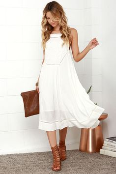 The Billabong Sea Goddess Ivory Midi Dress will have all the babes at the beach worshiping you! Gauzy fabric forms a midi-length silhouette with lace and embroidery. Midi Skirt Casual, Casual Dresses, Fashion Dresses, Summer Dresses, Midi Skirts, Midi Dresses, Fashion Clothes, Style Fashion, Fashion Trends