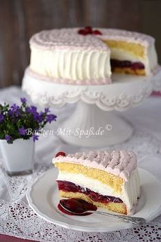 Kirsch- Mascarpone- Torte own note: much more sugar for the cream. Instead of a glass a whole? Mascarpone Cake, German Cake, Cake Recipes, Dessert Recipes, Torte Cake, Gateaux Cake, Salty Cake, Le Chef, Strawberry Recipes