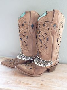 by simplyuboutique- i really like the idea of boot bling Bota Country, Estilo Country, Country Boots, Cowboy Boot Bling, Cowgirl Boots, Western Boots, Western Cowboy, Cowboy Accessories, Boot Bracelet