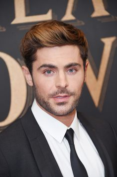 """Zac Efron Photos - Actor Zac Efron attends the """"The Greatest Showman"""" World Premiere aboard the Queen Mary 2 at the Brooklyn Cruise Terminal on December 8, 2017 in the Brooklyn borough of New York City. - 'The Greatest Showman' World Premiere"""
