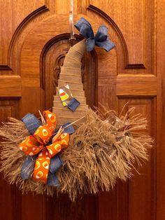 Scarecrow Hat Door Hanger, Thanksgiving Door Hanger, Scarecrow Hat, Fall Wreath, Thanksgiving Door H Diy Fall Wreath, Fall Diy, Deco Mesh Wreaths, Holiday Wreaths, Dollar Tree Fall, Dollar Tree Decor, Mandala Nature, Halloween Crafts, Dollar Store Halloween