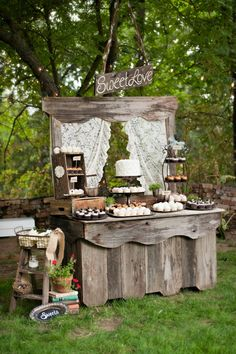 Rustic barn Wedding Ideas for dessert table. Rustic Wedding, Our Wedding, Dream Wedding, Wedding Reception, Elegant Wedding, Bar Deco, Deco Champetre, Dessert Buffet, Dessert Stand