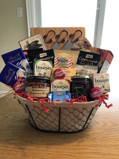 22 Ideas for Wine and Cheese Gift Basket Ideas . I love gift baskets! Cheese Gift Baskets, Cheese Gifts, Food Gift Baskets, Birthday Gift Baskets, Gourmet Gift Baskets, Wine Baskets, Get Well Gift Baskets, Get Well Gifts, Gourmet Food Gifts