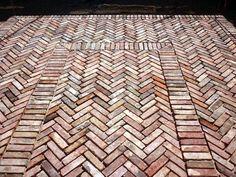 Terrasse en briques anciennes pose à chant - Terrasse en briques anciennes posées à chant                                                                                                                                                                                 Plus