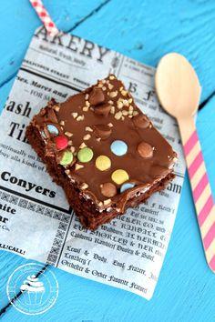 Pullahiiren leivontanurkka: Värikäs RockyRoad-piirakka vaahtokarkkitäytteellä (pellillinen)