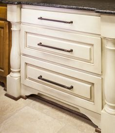 Tahoe Cabinet Pulls From Jeffrey Alexander By Hardware Resources 602 12dmac Shown In
