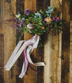 Färgglada och yviga buketter — Sisters in Law - Bröllopsblogg