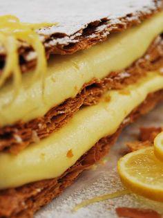 Ελαφρύ μιλφέιγ λεμόνι - www.olivemagazine.gr #μιλφέιγ #λεμόνι #olivemagazinegr Cheesesteak, Healthy Desserts, Cookie Recipes, Food And Drink, Sweets, Cookies, Cake, Ethnic Recipes, Party