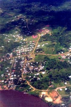 Maripasoula vue du ciel en 1998.