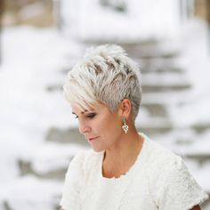 """How to style the Pixie cut? Despite what we think of short cuts , it is possible to play with his hair and to style his Pixie cut as he pleases. For a hairstyle with a """"so chic"""" and pointed… Continue Reading → Short Grey Hair, Short Hair Cuts For Women, Short Hair Styles, Short Cuts, Pixie Cut Kurz, Pixie Cuts, Pixie Hairstyles, Cool Hairstyles, Pixie Haircuts"""