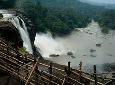 Athirapally in Kerala is an ideal place for the vacationers throughout the entire year