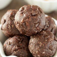 Chocolate Peanut Butter Protein Balls (vegan, grain-free, gluten-free, and dairy-free) Protein Bites, Protein Ball, Protein Snacks, Protein Pancakes, Whey Protein, High Protein, Peanut Butter Protein, Chocolate Peanut Butter, Chocolate Recipes
