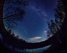 今夜はオリオン座流星群を見るチャンス。23時ごろから明け方まで、オリオン座の方向から飛ぶ流れ星がちらほら見られるはずです。写真は一昨日撮影したオリオン座流星群じゃない流れ星です。(北海道にて撮影)