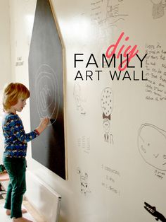 Maakt jouw kind mooie kindertekeningen. Echte kinderkunst? Leg ze dan vast op de muur en maak een echte family art wall. Myrthe legt uit hoe.