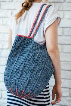 Modern crochet home decor and women bags by LeskaShop Crochet Beach Bags, Crochet Market Bag, Crochet Tote, Cotton Crochet, Crochet Yarn, Crochet Summer, Summer Tote Bags, Sweet Bags, Knit Basket