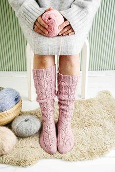 kuva Knitting Humor, Knitting Socks, Crochet Socks, Crochet Yarn, Men In Heels, Lace Knitting Patterns, Yarn Inspiration, Thigh High Socks, Wool Socks
