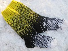 virveriikka: Vuoden toiset quackery: The second of the year Fair Isle Knitting, Knitting Socks, Diy Crochet And Knitting, Knitting Ideas, Wool Socks, Mittens, Two By Two, Pattern, Crafts