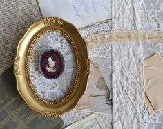 felt brooch with lady portrait - grey and marsala brooch - genre painting - victorian style brooch  - gift for her - museum painting brooch