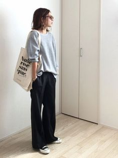 Sneakers For Women 2019 : Perfect outfit – slouchy sweater, slouchy pants, perfect sneakers. Pantalon Slouchy, Slouchy Pants, Slouchy Sweater, Slouchy Outfit, Comfy Outfit, Comfy Sweater, Loose Sweater, Casual Sweaters, Mode Outfits