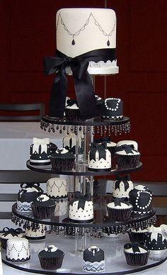 wedding cakes black Black and White - Black and White cakes - Black And White Wedding Cake, White Wedding Cakes, Black White, Purple Wedding, Gold Wedding, Black And White Cupcakes, Trendy Wedding, Floral Wedding, Rustic Wedding