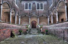 Foto Binnenplaats kasteel Dussen in HDR door leopoldpeter