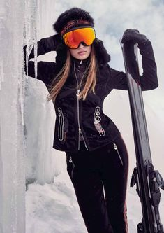Designer ski wear boutique Womens ski jackets clothes and skiwear. Winter Mode Outfits, Winter Outfits Women, Winter Fashion Outfits, Apres Ski Outfits, Snow Day Outfit, Ski Fashion, Sporty Fashion, Daily Fashion, Fashion Women