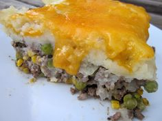 delightful country cookin': shepherd's pie- the peas lol