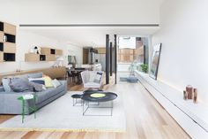 The Bridport House by Matt Gibson Architecture + Design in Melbourne, Australia is a contemporary renovation of a Victorian terrace. Victorian Terrace House, Victorian Style Homes, Victorian Era, Patio Interior, Interior And Exterior, Interior Design, Coffee Table With Chairs, Living Room Designs, Living Spaces