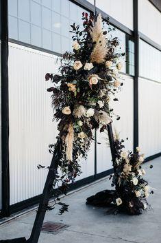 Gothic Wedding, Forest Wedding, Fall Wedding, Dream Wedding, Glam Style, Floral Wedding, Wedding Flowers, Black Wedding Themes, Floral Backdrop